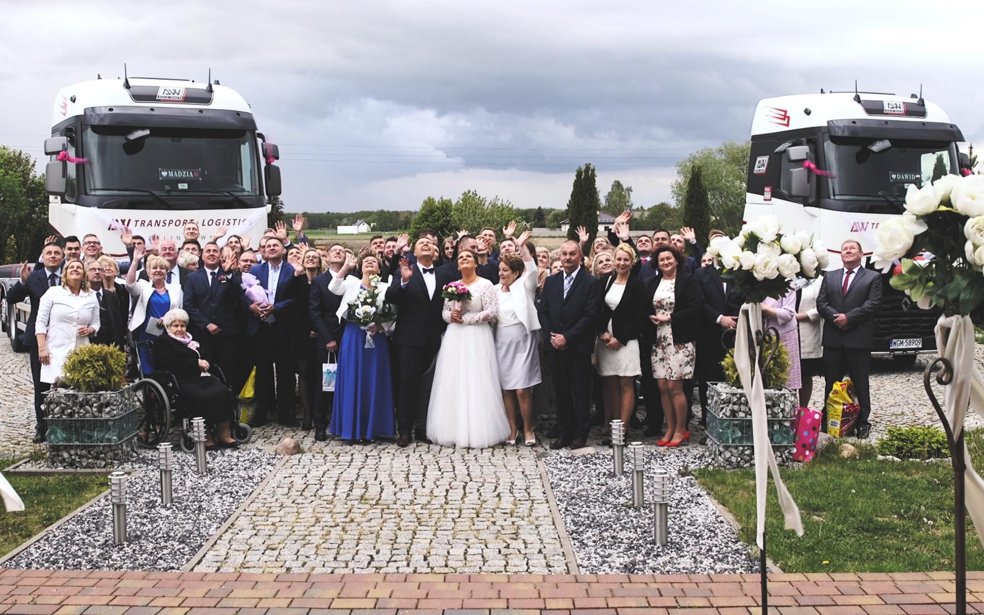 zdjęcie grupowe na weselu, zdjęcia formalne