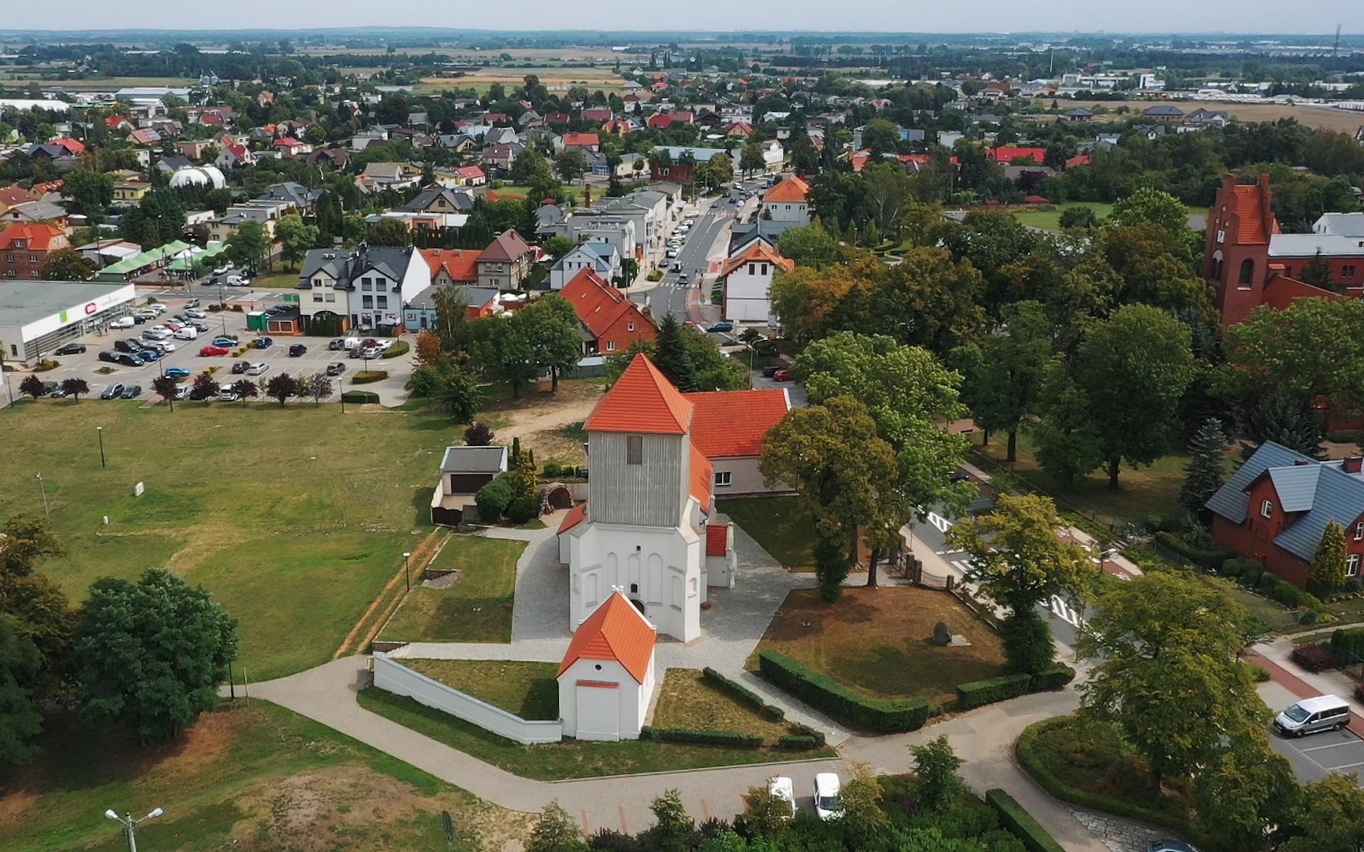 kościół wszystkich świętych w Tarnowie z drona